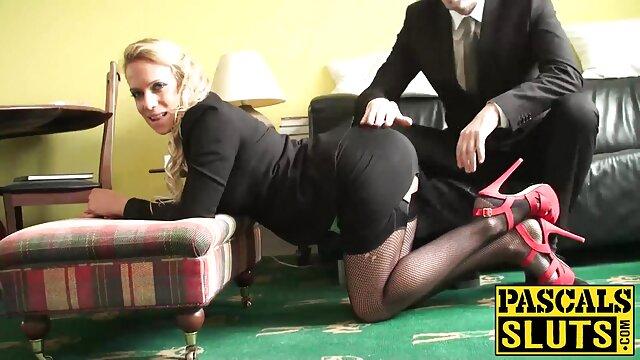 سبزه خالکوبی در کمیک های سکسی فارسی حال عکس گرفتن در یک عکس