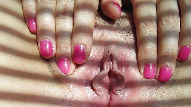 آسیا در دفتر داستان تصویری سکسی فارسی با انگشت خروس رئیس با پا