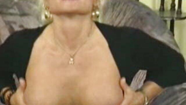 سوراخ پر زرق و برق سوراخ نوک پستان قبل سکس تصویری فارسی از رابطه جنسی مقعدی