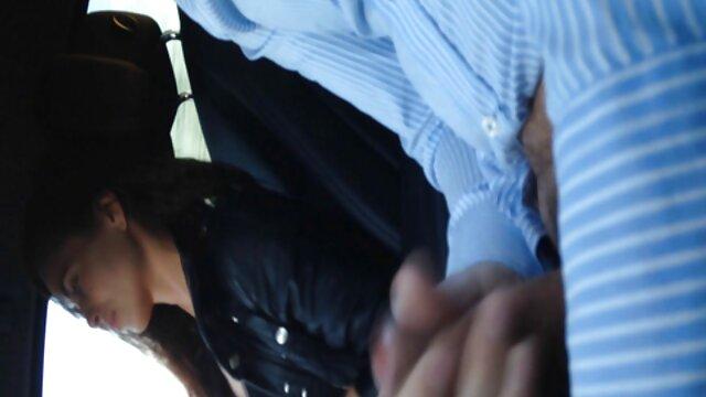 ماسور موهای قهوه ای داستان سوسی تصویری رسیده را چرب کرده و پیچ می کند