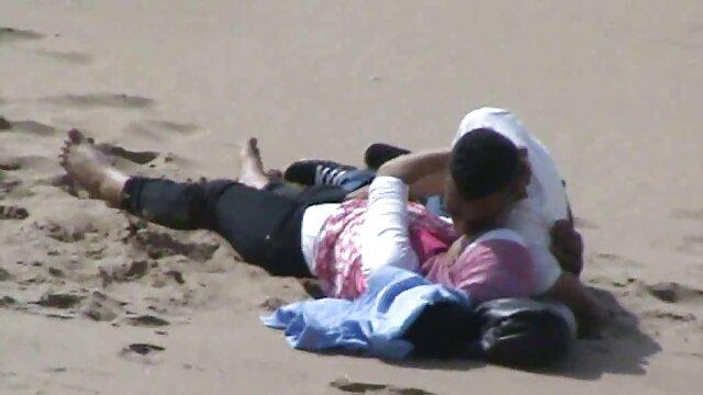 توریست بوتی با ارتعاش در ساحل خودارضایی می داستان پورنو تصویری کند