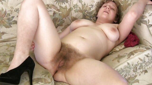 دانشجو به شدت یکی از عزیزان خود را کمیک های سکسی فارسی در رختخواب سوار می کند