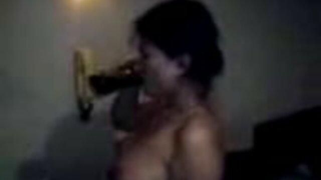 لاتین با الاغ بزرگ در شلوار آلت تناسلی مرد خالکوبی داستان سکسی تصویری بی غیرتی شوهر می شود