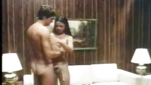 لاتینا میسی مارتینز لباس آبی خود را در می داستان سکسی تصویری مامان آورد و با یک ماچوی جوان رابطه جنسی برقرار می کند