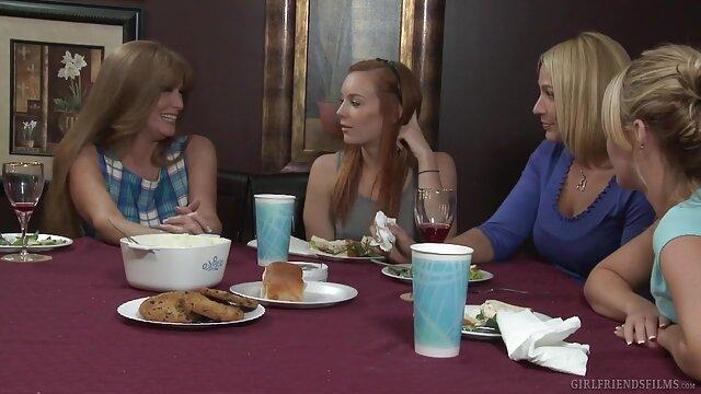 سه زن زیبا در یوگا مربیان خود را داستانوسکسی تصویری می مکند