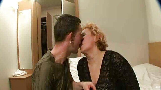 سبزه با لباس زرد شراب می نوشد و با یک مرد جوان عشق می ورزد سایت داستان های سکسی تصویری