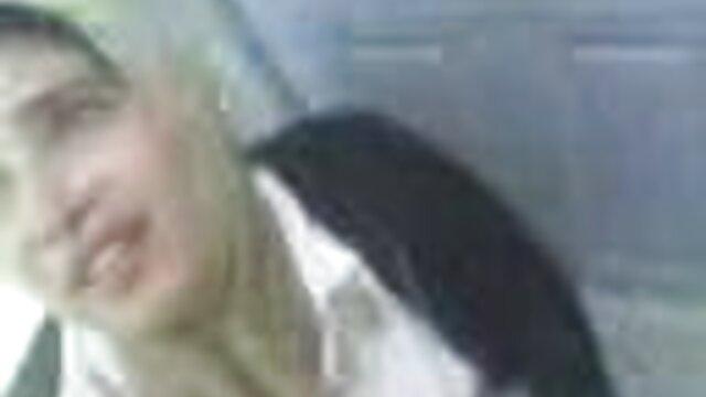 تیره صورتی آلت تناسلی شریک زندگی بزرگسالان را در حمام گرم با آلت تناسلی مرد داستان های تصویری سکسی سوار می کند