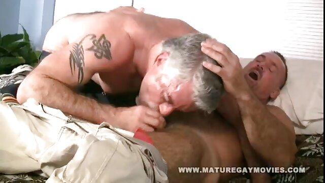 خروس بزرگ متقاضی به راحتی در کلاهک بزاق و مرطوب بزاق شلوار خامه ای نفوذ سکس تصویری خانوادگی کرد