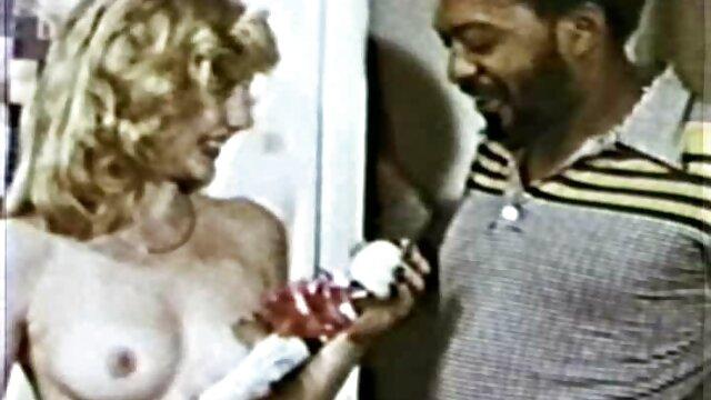 مولاتو با سر کچل درخشان ، پس از یک ضرب و شتم عمیق ، مقعد مادر Angel Angel را لیس می کانال تلگرام داستان تصویری سکسی زند