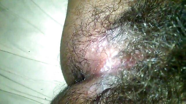 مرد ریش داس سکسی تصویری دار این زن مو بلند را با خالکوبی قلب چرب کرد و واژن او را لکه دار کرد