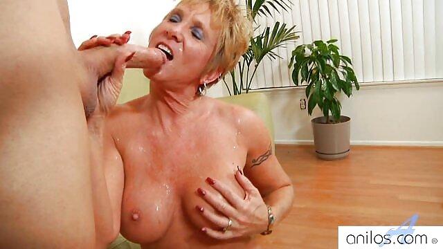 بور Busty با داستا سکسی تصویری جوراب قرمز قرمز از blowjob استفاده می کند