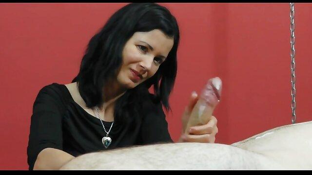 زنی داستان سکسی تعمیر ساختمان بالغ با یک قوز و ران بزرگ ، اندامهایی را بالا می آورد