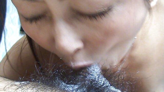 این زن بلوند با سینه های بزرگ به داخل سونا پرید و با دانلود کمیک سکسی فارسی انگشتانش به کلیتوریس خود نوازش کرد