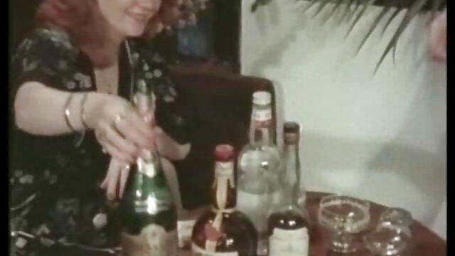 زن سیاه و سفید خالکوبی با چهره ای دانلود داستان سکسی تصویری ولما باریک و تسلیم یک مرد می شود